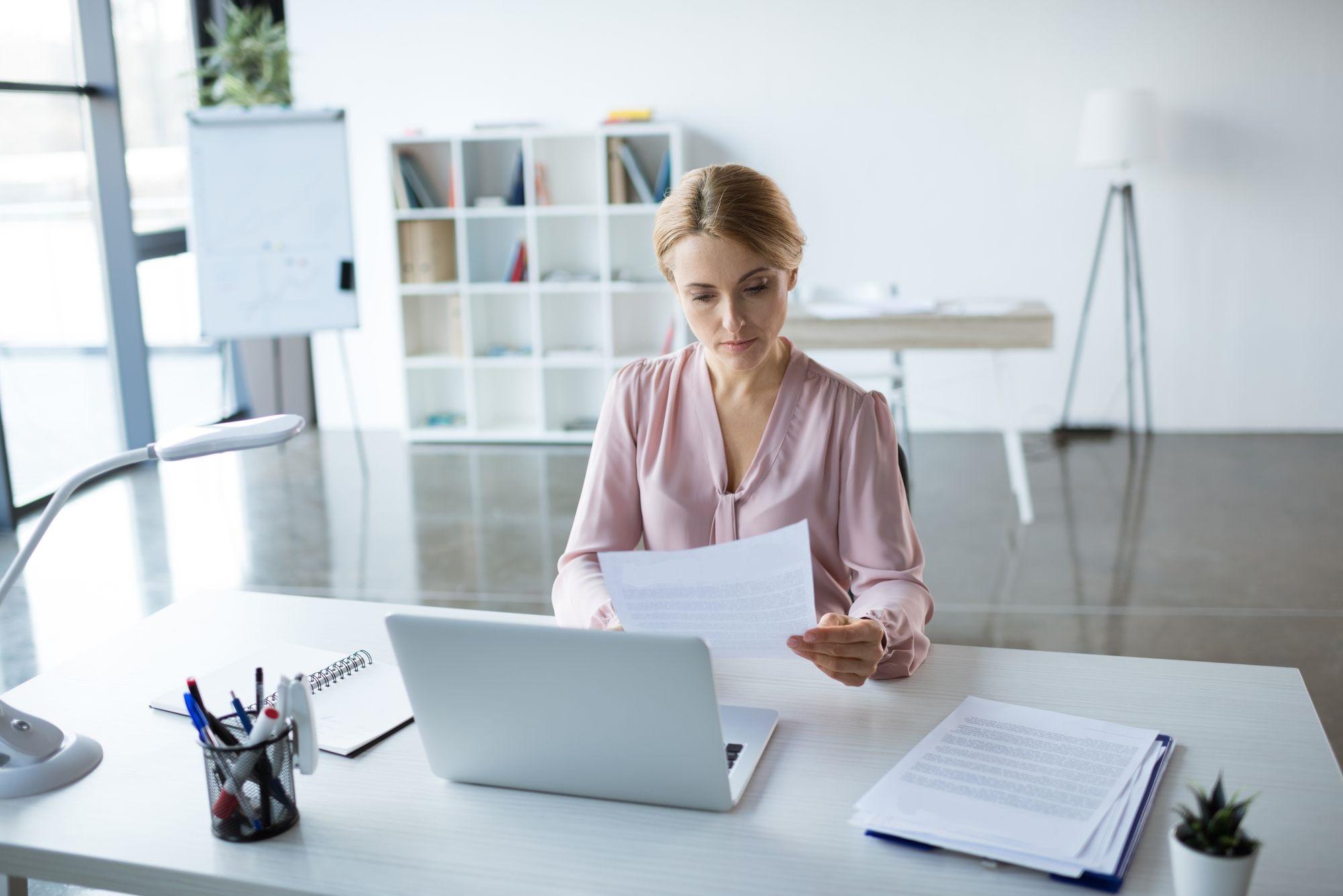 Conheça 4 dicas práticas para manter o ambiente de trabalho organizado!